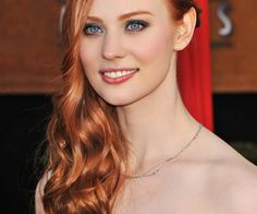 Deborah Ann Woll with Strawberry Blonde Hair Color. See all Celebrity with Strawberry Blonde Hair Color Ideas from Cute Easy Hairstyles - Best Haircut Style and Color Ideas. At Home Hair Color, Red Hair Color, Copper Hair Colors, Red Color, Strawberry Blonde Hair Color, Strawberry Hair, Redhead Makeup, Redhead Girl, Blonde Redhead