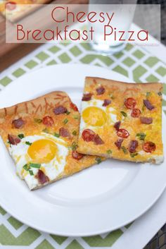 Cheesy Breakfast Pizza Recipe - super easy to make and great for breakfast OR dinner. :) ModernMommyhood.com #ad #KRAFT
