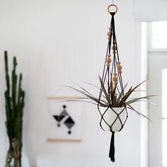 Pflanzschalen - Makramee-Blumenampel als DIY-Kit mit Jersey + Kork - ein Designerstück von muckout bei DaWanda