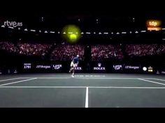 Laver Cup, Il servizio di Federer centra la telecamera