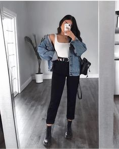 Yay or nay? Outfit from LASULA 🦋🍉 Boyfriend Jeans + bodysuit = best combo! Cute Casual Outfits, Simple Outfits, Stylish Outfits, Winter Fashion Outfits, Look Fashion, Fall Outfits, Woman Fashion, Modern Fashion Outfits, Preteen Fashion