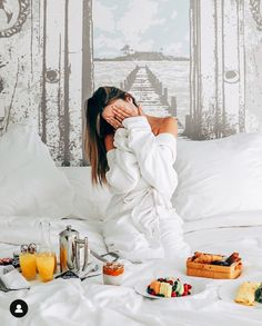 Waking up to all my breakfast dreams coming true Romantic Breakfast, Breakfast In Bed, Hotel Tumblr, Lifestyle Photography, Photography Poses, Boujee Lifestyle, Wine Photography, Bed Recipe, Bed Quotes