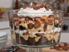 Brownie Trifle Candy Bar Brownie Trifle -- This is the to make this weekend!Candy Bar Brownie Trifle -- This is the to make this weekend! Brownie Trifle, Köstliche Desserts, Delicious Desserts, Dessert Recipes, Yummy Food, Mousse, Layered Desserts, Peanut Butter Recipes, Peanut Butter Trifle Recipe