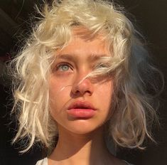 L a u v girly gals in 2019 aesthetic people, face reference, pretty people. Aesthetic People, Aesthetic Girl, Rides Front, Corte Y Color, Pretty Hairstyles, Messy Hairstyle, Pretty Face, Hair Inspo, Pretty People