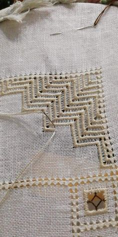 Hardanger Embroidery, Embroidery Stitches, Embroidery Designs, Hem Stitch, Thread Work, Bargello, Bobbin Lace, Needlework, Diy And Crafts