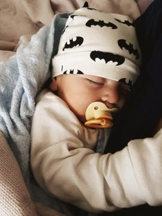 busracaliskannnn Little sleepy Batman Lil Baby, Baby Kind, Little Babies, Baby Outfits, Newborn Outfits, Cute Babies Photography, Cute Baby Pictures, Everything Baby, Baby Family
