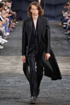 Maison Margiela - Spring 2016 Menswear - Look 1 of 30?url=http://www.style.com/slideshows/fashion-shows/spring-2016-menswear/maison-martin-margiela/collection/1