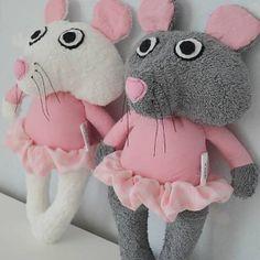 myška nielen pre tých najmenších... je úplne ľahučká akurát do detskej rúčky... spapala pískatko, takže bruško jej po stlačení zapíska....  ..dizajn Handrovníci ..kolekcia...