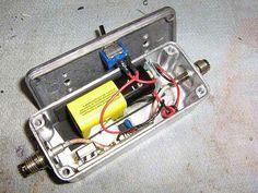 Desde Wired, nos enseñan este tutorial para construir tu propio inhibidor casero para teléfonos móviles usando un reloj oscilador a 45MHz ...