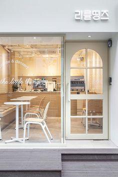 Cake Shop Interior, Coffee Shop Interior Design, Restaurant Interior Design, Coffee Design, Cafe Shop Design, Shop Front Design, Bakery Design, Small Cafe Design, Small Coffee Shop