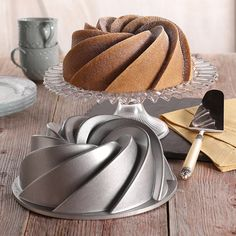 Shop online for Nordic Ware Bundt Pan - Heritage at Golda's Kitchen; the leading Canadian on-line shopping site for quality bakeware, cookware, and cake decorating supplies. Cool Kitchen Gadgets, Kitchen Items, Kitchen Utensils, Cool Kitchens, Kitchen Tools, Kitchen Dining, Baking Tools, Baking Pans, Cake Baking