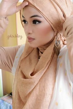 I have included the best simple hijab styles in my post which can be adopted easily. Those looking for a simple hijab style don't need to go anywhere else. Islamic Fashion, Muslim Fashion, Hijab Fashion, Turban Hijab, Beautiful Muslim Women, Beautiful Hijab, Niqab, Hijab Style 2014, Simple Hijab