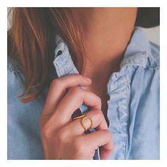 NORA ✨  Ouvrez l'œil mes jolies, les Pépites ont pris un petit bain d'or hier... #handcraftedjewelry #jewelrydesigner #makers #minimalism_world #fashion #instajewelry #jewelryaddict #jewelrygram #jewelrydesign #handcrafted #handmade #tiroirdelou #Belgium #bruxelles #cerealmag #kinfolk #creatricedebijoux #bijoux #jewels #joyas #jewelry #simplicity #prettylittlething #nothingisordinary #giftguide #sustainablefashion #silversmith #designer #minimalchic #buylocal