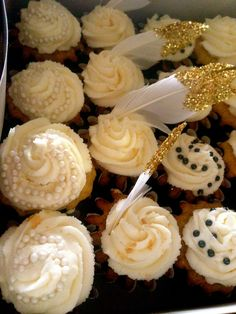 Great Gatsby Cupcakes feathers, pearls and glitter!