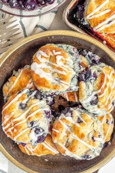 Perfect for breakfast or brunch, these beautiful gluten free blueberry biscuits are perfectly light and fluffy, slightly sweet, and studded with blueberries. Patisserie Sans Gluten, Dessert Sans Gluten, Bon Dessert, Gluten Free Sweets, Gluten Free Recipes, Celiac Recipes, Appetizer Dessert, Dessert Recipes, Diet Desserts