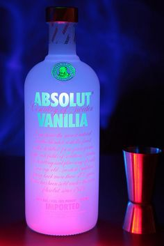 Image uploaded by This is my Paradise. Find images and videos about party, drink and alcohol on We Heart It - the app to get lost in what you love. Absolut Vodka, Smirnoff, Bebidas Jack Daniels, Alcohol Aesthetic, Milk Shakes, Liqueur, Partying Hard, Getting Drunk, Root Beer