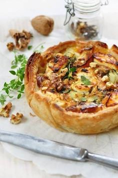 Quiche with goat cheese, walnuts, bacon and honey