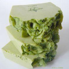Hola chicos, hoy quería hablaros del jabón de oliva, también conocido como jabón de Castilla, el más olvidado de todos los jabones. Nos...