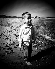 Toddler time.. do it yourself beach pics!