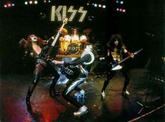 40 Years Ago: Kiss Come 'Alive!' Using Some Studio Magic Hard Rock, Heavy Metal, Kiss Group, Eric Carr, Vintage Kiss, Kiss Pictures, Kiss Band, Ace Frehley, Hot Band