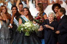Quelques secondes après le couronnement de Vaimalama Chaves, samedi soir, au Zénith de Lille. Miss France, Culture, Crown, Fashion, Saturday Night, Moda, Corona, Fashion Styles, Fashion Illustrations