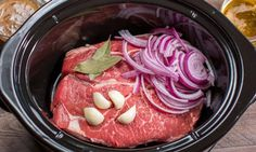 Slow cooker roast beef to eat as roast or pull beef sliders. Could add other veggies toward end of cooking to make a full roast beef meal. Slow Cooked Beef, Crock Pot Slow Cooker, Crock Pot Cooking, Slow Cooker Recipes, Crockpot Recipes, Cooking Recipes, Crock Pots, Tupperware, Beef Sliders