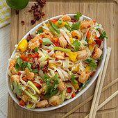 Tajska sałatka z mango i krewetkami Cabbage, Vegetables, Hot, Ethnic Recipes, Vegetable Recipes, Veggie Food, Cabbages, Torrid, Collard Greens