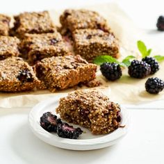 Blackberry Quinoa Breakfast Bars with Cinnamon - substitute blueberries for low fodmap Quinoa Breakfast Bars, Breakfast On The Go, Breakfast Cookies, Sweet Breakfast, Breakfast Dessert, Vegan Breakfast Recipes, Breakfast Dishes, Breakfast Ideas, Simply Organic