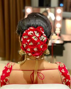A traditional floral bun with the rose petal & babys breath for Indian Bride. Bridal Hairstyle Indian Wedding, Bridal Hair Buns, Indian Bridal Hairstyles, Elegant Wedding Hair, Wedding Hairstyles For Long Hair, Bride Hairstyles, Cool Hairstyles, Babys Breath Hair, Short Hair Bun