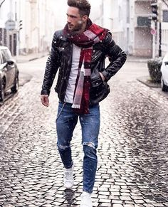 I love that scarf! So beautiful! And I love the style!