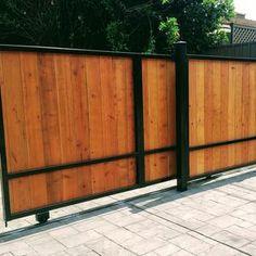 Sliding Wooden Gates, Sliding Fence Gate, Wood Gates, Sliding Wall, Wood Fence Design, Modern Fence Design, Gate Design, Modern Wood Fence, Driveway Entrance