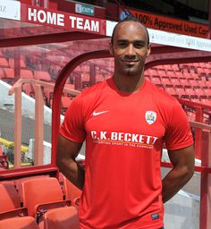 Chris O'Grady signs a permanent deal at Barnsley
