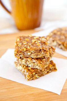 Pumpkin Peanut Butter Oatmeal Bars (vegan, GF) - Dense, chewy & pair two of my favorite ingredients (PB & Pumpkin!) in a fast, no-mixer, no frills recipe that always delivers! Easy recipe at Cookies Just Desserts, Delicious Desserts, Dessert Recipes, Yummy Food, Pumpkin Bars, Pumpkin Oatmeal, Vegan Pumpkin, Pumpkin Spice, Pumpkin Granola