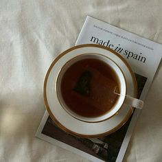 Coffee , inspiration, and Made In Spain magazine image # Food and Drink illustration ive made a second user take a look if you want ✨ Coffee Drinks, Coffee Cups, Tea Cups, Education Quotes, Art Education, Coffee Time, Tea Time, Coffee And Books, Recipes