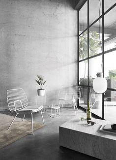 Een prachtig en luchtige lounge stoel voor binnen en buitengebruik, een opvallend ontwerp van het Rotterdamse design studio WM. Voor meer gemak neem je ook de WM zitkussen erbij. #menudesign #menustoel  #wmstringstoel #wmstudio #woonkamer #livingroom #staaldraadstoel #steelwiredchair #loungechairmenu #loungefauteuil #outdoorchair #buitenstoel Pretty Things, Design Online Shop, Design Shop, Wire Chair, Interior Modern, Interior Design Inspiration, White Marble, Scandinavian Design, Dining Chairs