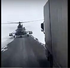 Kétsávos úton tette le a gépét egy katonai helikopter pilótája, hogy útbaigazítást kérjen (videó) - http://hjb.hu/ketsavos-uton-tette-le-a-gepet-egy-katonai-helikopter-pilotaja-hogy-utbaigazitast-kerjen-video.html/