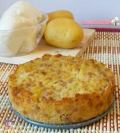 Tortino di patate e salsiccia con un ripieno di mozzarella filante, ricetta per antipasto e finger food, ricetta torta salata. Blog giallo zafferano