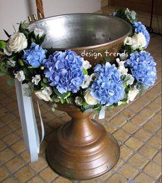 Blue hydrangeas, white roses and eucalyptus made into a garland for a christening.  Μπλε ορτανσίες, άσπρα τριαντάφυλλα......