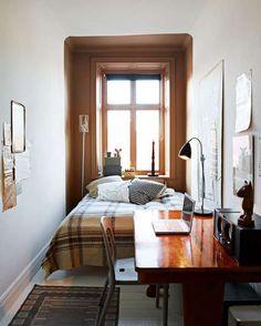 Une petite chambre aménagée aussi en bureau