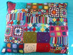 Um mundo de flores e formas em crochê.