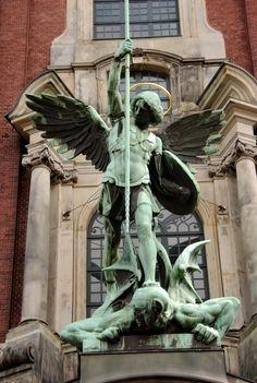 archangel michael statue - Pesquisa Google