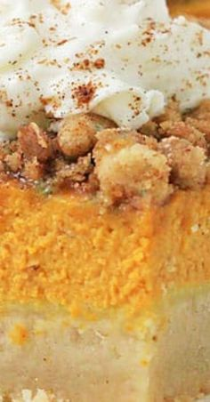 Our recipe for Shortbread Pumpkin Streusel Squares is about to become an autumn favorite in your house. Pumpkin spice everything! Desserts For A Crowd, Winter Desserts, Great Desserts, Party Desserts, Delicious Desserts, Party Food And Drinks, Fall Drinks, Hot Chocolate Fudge, Shortbread Bars