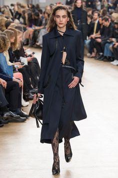 Nina Ricci Fall 2017 Ready-to-Wear Fashion Show - Romy Schonberger (Viva)