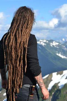Super long dreadlocks! And such an inspiring mountain scene. I wanna be where he is <3