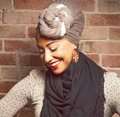 Head wrap styles are awesome for bad hair days, protective styles or just regular glam - check out our gallery of 36 gorgeous head wrap styles My Hairstyle, Scarf Hairstyles, Black Hairstyles, Turbans, Headscarves, African Head Wraps, Use E Abuse, Head Wrap Scarf, Scarf Bun