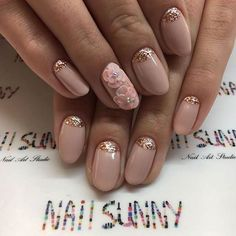 Neutral and Gold Glitter Almond Nails for Prom