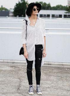 Camisa oversized, calça preta de ziper, tênis all star