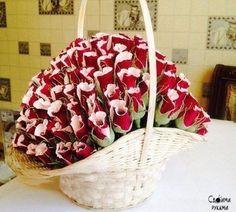 Подарочная корзина из 141-й сладкой розы