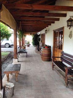 Pergola Attached To House Roof Hacienda Homes, Hacienda Style, Spanish Style Homes, Spanish House, Mexico House, Adobe House, Weekend House, Backyard, Patio