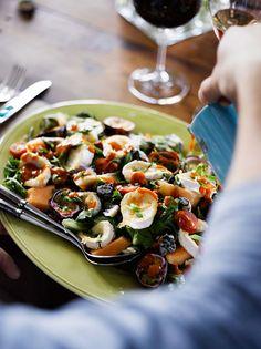 Avokado ja vuohenjuusto ovat parsan ihanat makuparit. Inkiväärikastike tuo salaatille potkua.